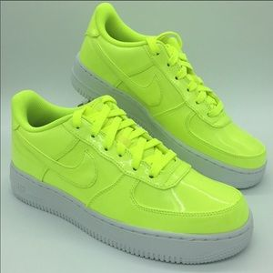 NIKE AIR FORCE 1 LV8 UV (GS) volt/volt-white